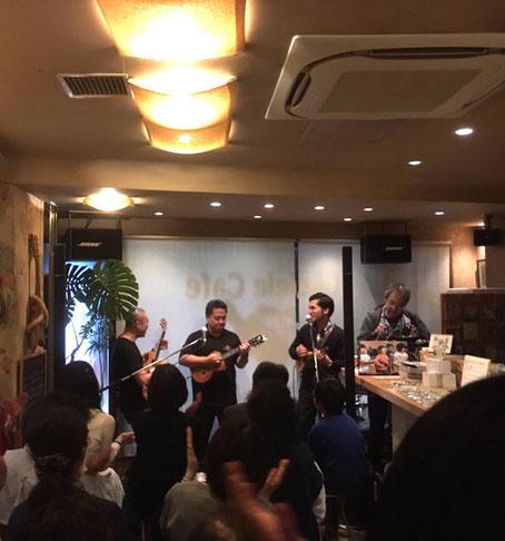 イベントのラストは、Herb Ohta Jrさん、そして新納さんと3人でセッション♪