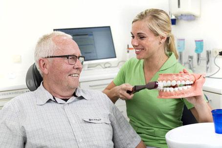 Wir zeigen Ihnen wie Sie am besten Ihre Zähne pflegen Dabringhausen