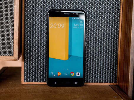 Das HTC U11 mit abgerundetem Display