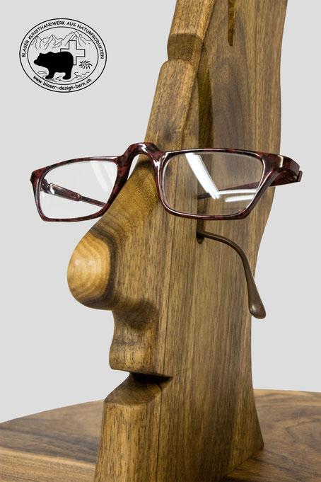 Brillenhalterkopf aus Nussbaumholz