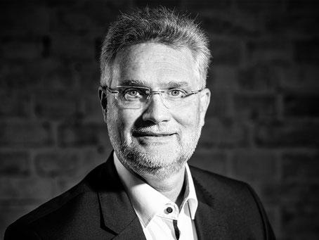 Portraitfoto Thomas Schäfer
