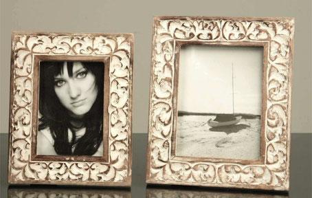 Marco de foto  de madera blanco decapado con dibujo floral