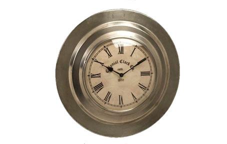 Reloj de pared metálico de estilo colonial y color plateado