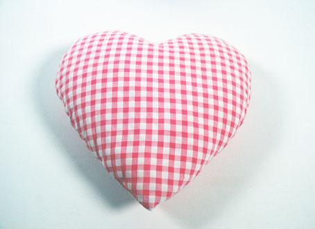 cojín corazón rosa vichy