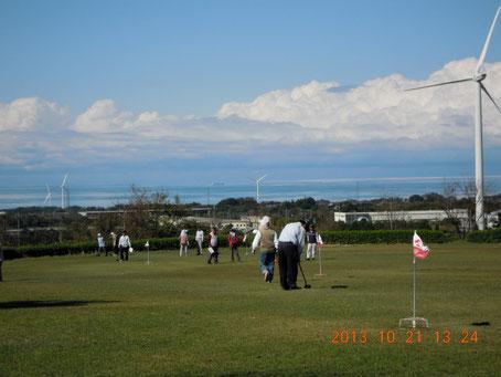 芝が貼られたグランドゴルフ場