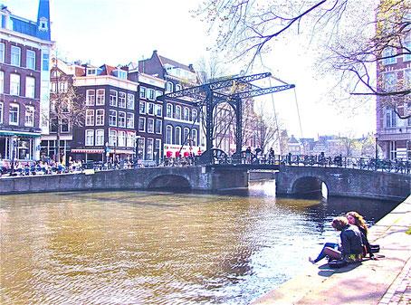 Städtereise Amsterdam, älteste Zugbrücke der Stadt Sehenswürdigkeiten in Amsterdam Holland