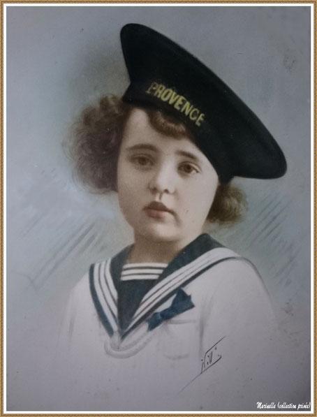 Gujan-Mestras autrefois : Portrait d'enfant en 1934, ma maman (Ginette Pédemounou qui deviendra épouse de Almeida) en tenue de marin, Bassin d'Arcachon (photo de famille, colorisée, collection privée)