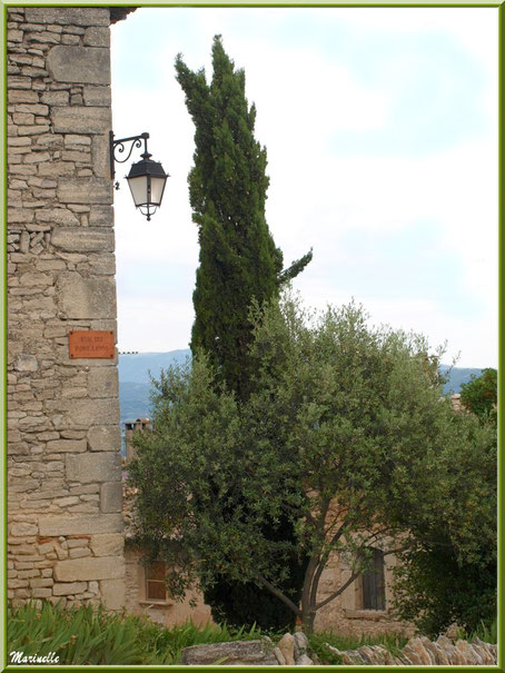 Rue du Pont Levis - Goult, Lubéron - Vaucluse (84)