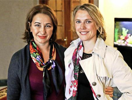 Schauspielerin Mara Scherzinger (rechts) mit Tatarstans Kulturministerin Irada Ayupova. Foto: André Lewski