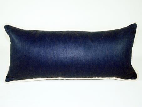 Cojín azul marino con cordón blanco