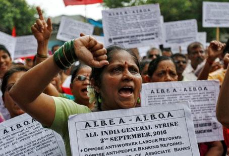 Bankansatte deltager i generalstrejken i  Mumbai,  d.  2. september