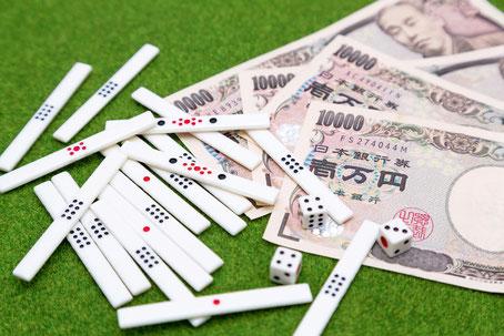 ギャンブル・スロット・賭け事をする男性はわれる
