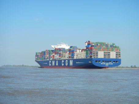 CMA CGM Vasco da Gama auf der Elbe