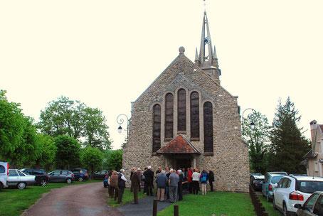 L'exposition de peinture en l'église Saint-Pierre attitre toujours un nombreux public.