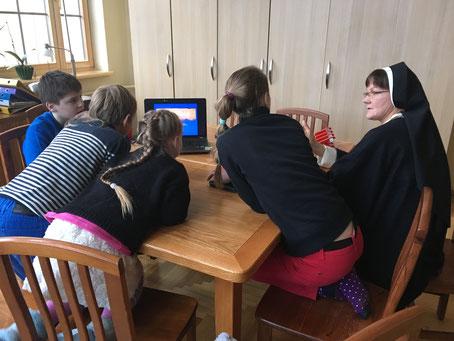 Unterricht in der Samstagsschule bei den Dominikanerinnen in Riga