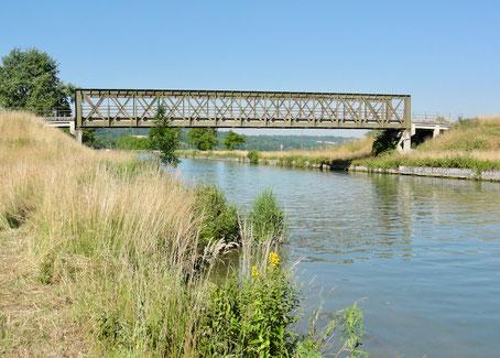 Canal latéral à l'Aisne, qui joue parfois un rôle de protection contre les inondations (système d'endiguement).