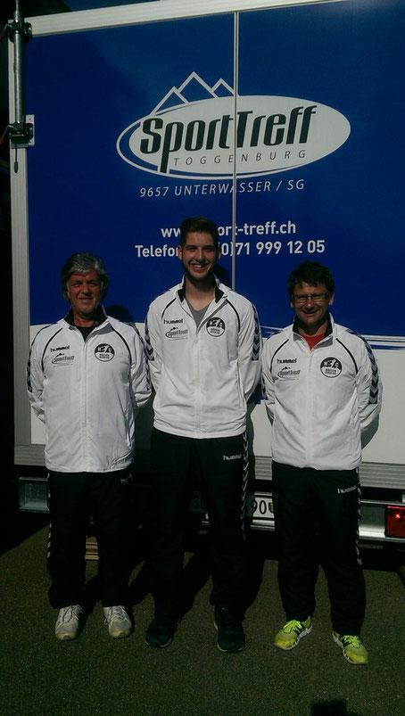 Der neue (Marco Tschirky) und alte (Peter Ruf) Präsident mit Sponsor Karl Hilty (Sporttreff Unterwasser) in den neuen Clubtrainern