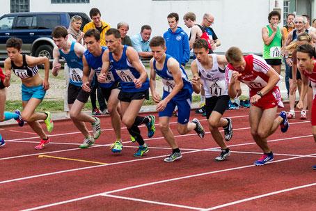 ...los geht´s...Tim beim Start über 1500 Meter