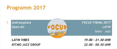 """""""Em Bebbi sy Jazz""""-Programmausschnitt mit dem Focus Thema """"Latin"""" (2017): Live-Musik von """"Latin Vibes"""" und """"Ritmo Jazz Group"""" auf dem Andreasplatz im August"""