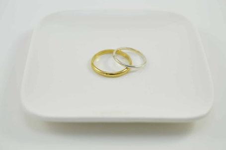 alliances homme et femme demi-jonc or jaune et blanc