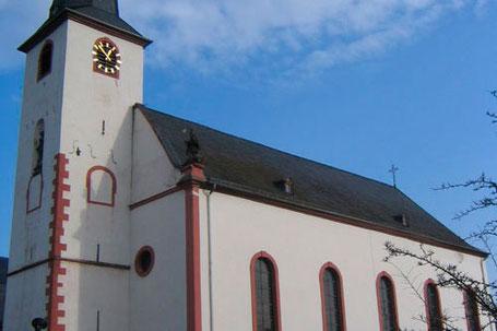 Foto: http://www.pfarreiengemeinschaft-schweich.de/sankt-laurentius-longuich.html
