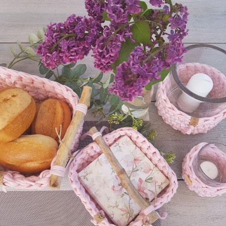 Handmade Wohnaccessoires Gedeckter Tisch Brotkorb Serviettenkorb Textilgarn Makramee