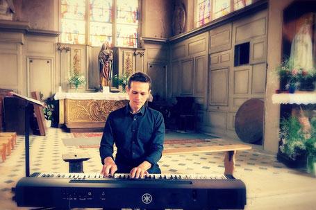 Chanteuse & pianiste messe de mariage La Roche sur Yon Saint Jean de Monts Vendée 85 •musique live pour cocktail cérémonie religieuse messe de mariage vin d'honneur