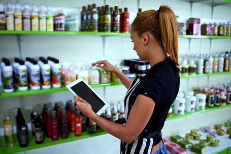 Die Software übernimmt das Zählen der verkauften Produkte und berechnet automatisch den Lagerbestand