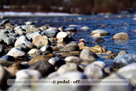 Wasser See Fluss fließend Natur Outdoor Naturfotographie isar bayern nahaufnahme sandbank im frühling