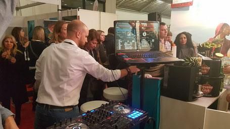 Mitarbeiter feiern den erfolgreichen Messeauftritt - After Show Party - Messe München