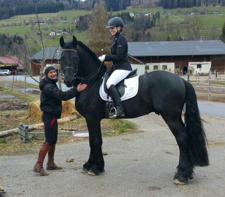 Sandra Plasser mit Sabine und Nachwuchspferd Jurre
