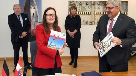 Botschafterin Marelsdóttir in Bremerhaven. Foto von Wolfhard Scheer.