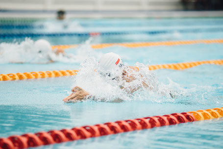 Wettkampf Brustschwimmer