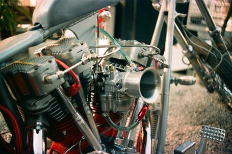 ショベルヘッドエンジンオイルラインの写真