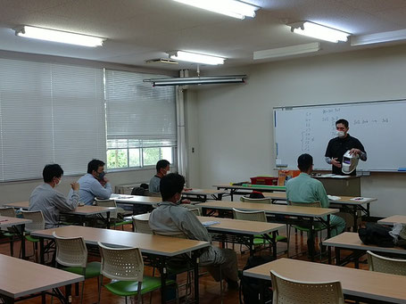 TIG溶接講習の授業の写真