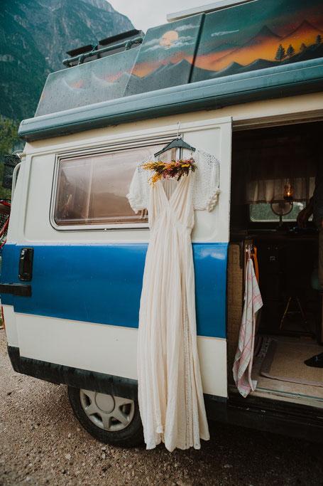 avontuurlijke bruid vrije ziel alternatief trouwen op het strand fotograaf