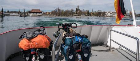 traversée fleuve à vélo bateau