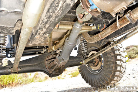Also the rear the suspension solution comes from the Defender with the two lower links and the upper triangle