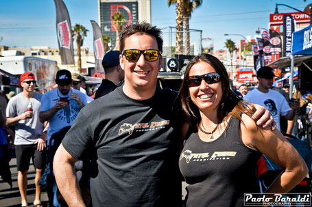 Tim Schrader (co-pilot) con Nicole Pitell-Vaughan (pilot)