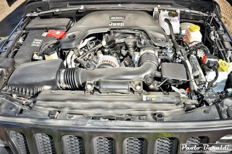 Il motore Pentastar V6 da 3,6 litri da 285 cavalli e 352 Nm di coppia