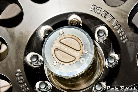 Da notare il particolare anteriore del mozzo a ruota libera installato per sganciare la trasmissione anteriore in quanto il JL Sport è a 4 ruote motrici permanenti