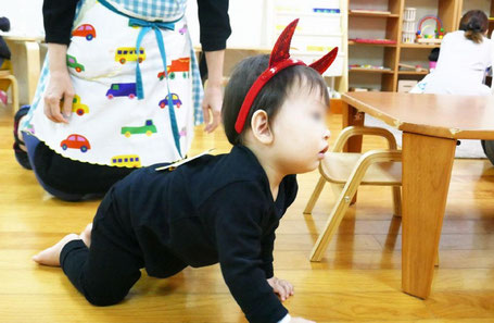 幼児教室に通う1歳児が、ハロウィンでかわいい仮装をしました。