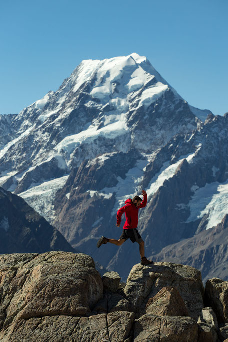 A hiker in front of Mount Cook in New Zealand