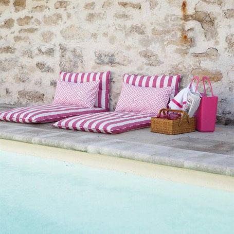 Design et coussins aménagement piscine