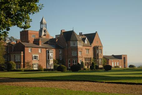 bâtiment à la campagne d'une école anglaise