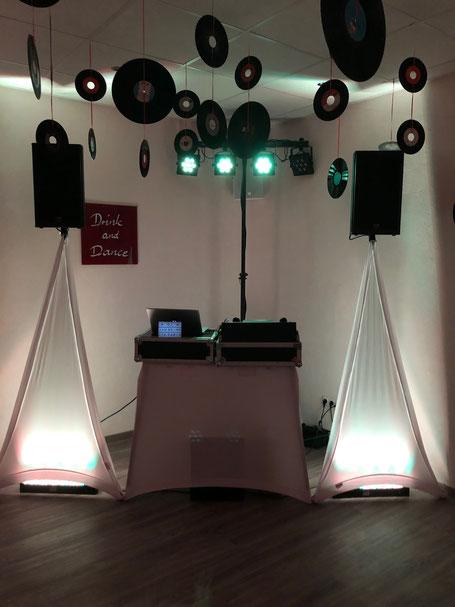 Musikanlage für bis zu 50 Personen, kompakte Lichtanlage