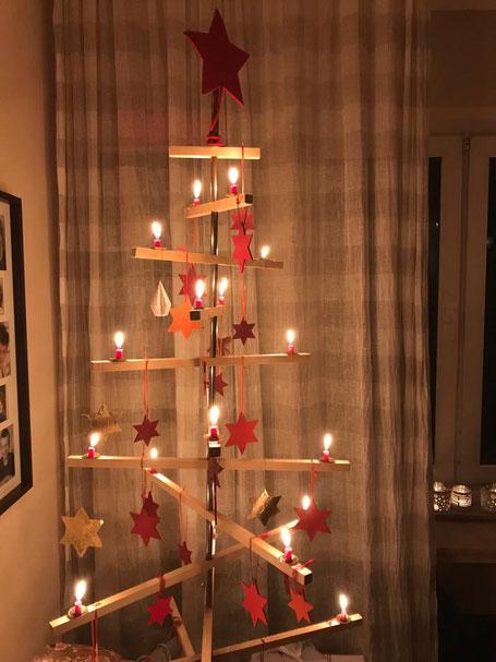 Das ist der Christbaum von Sandra. Richtig öko. Sieht auch hübsch aus. Was uns gefällt, ist häufig eine kuturelle Frage.