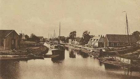 De werf in 1920. Links het eilandje met werkplaats