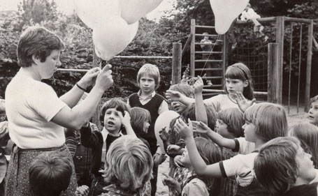 Eröffnung des Kindergartens durch die damalige Leitung Gabriele Jaeckel
