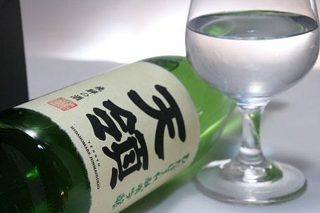 香りが高く爽やかなので香りが活きるように、ラッパ形状のグラスやワイングラスがオススメ